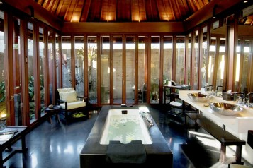Exotic outdoor bathroom designs