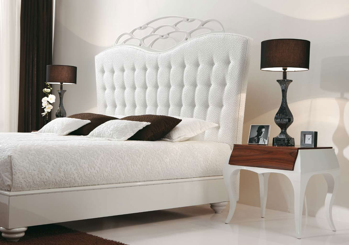 Luxury white bedroom furniture spotlats for White on white furniture