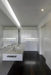 Minimalist bathroom design for nice interior
