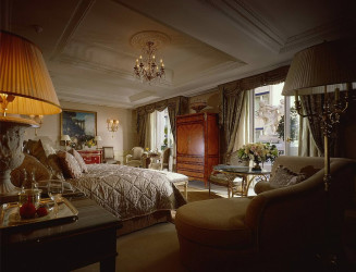 Royal luxury bedroom designs