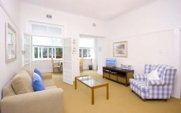 Simple white living room interior designs