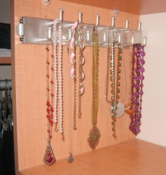 Bracelet necklace hanger