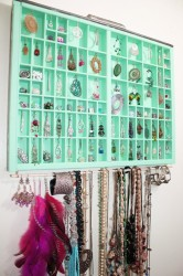 Bracelet storage on the wall