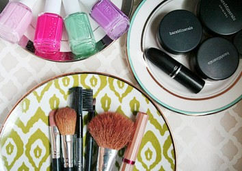 Makeup organizer plates idea