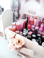 Makeup storage basket idea