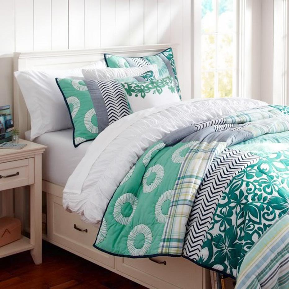 Dorm Room Bedding Accessories for Girls So Pretty and Chic | Spotlats