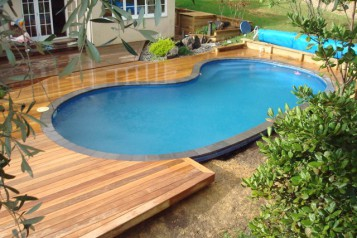 Gorgeous Backyard Pool Landscaping
