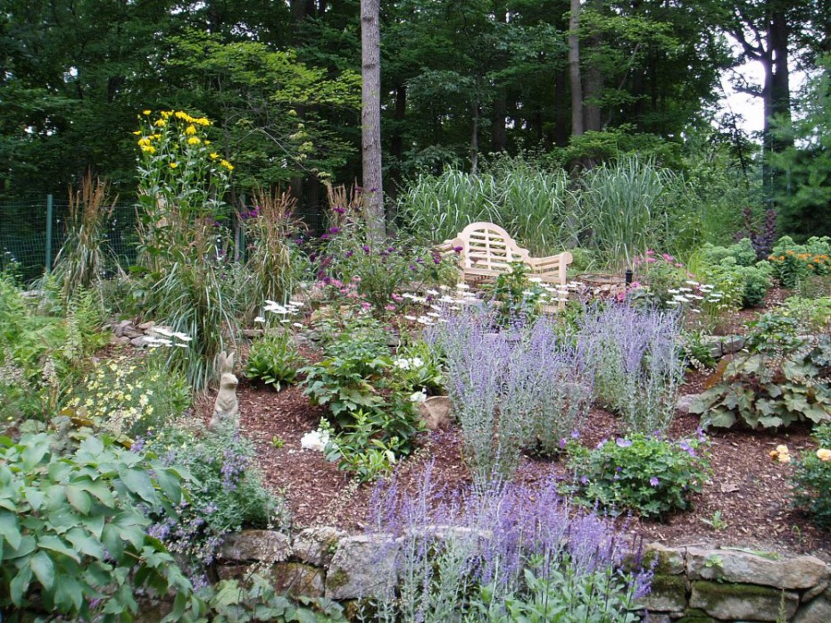 how to design small perennial garden spotlats